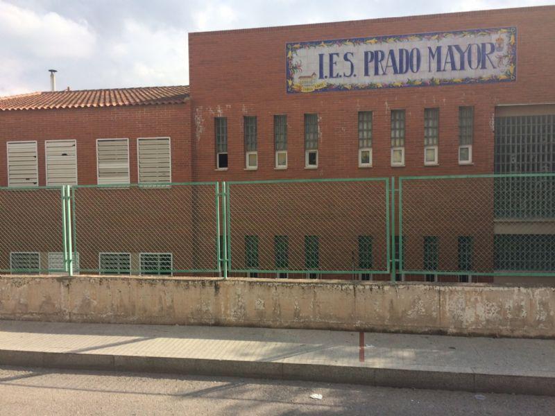 """El Consistorio totanero exige a la Consejería de Educación la construcción inmediata del cuarto aulario del IES """"Prado Mayor"""" de esta localidad y cubra las necesidades de mobiliario escolar"""