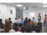 Unas 30 personas asisten a la charla informativa sobre el programa de acogida familiar de menores tutelados, que promueve Cruz Roja Española en Totana