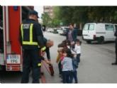 Alumnos de la Escuela Infantil Municipal 'Clara Campoamor' se familiarizan con la labor que realizan los servicios de emergencias y los Cuerpos y Fuerzas de Seguridad