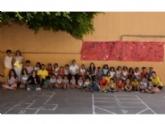 """VÍDEO. Un centenar de niños y niñas participan en la Escuela de Verano que organiza el Colectivo para la Promoción Social """"El Candil"""" en los colegios """"Santiago"""" y """"La Cruz"""""""