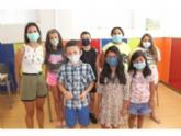 Más de una treintena de niños disfrutan en el Centro Social de San Roque del programa de conciliación de la vida laboral y familiar 'Veranea con El Candil', que apoya la Concejalía de Juventud