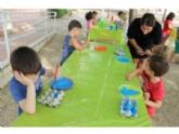 """Unos 15 niños participan en el programa """"Imperdible Concilia"""" que se celebra en el Centro Social del Tirol-Camilleri durante todo el verano, con la colaboración de Juventud"""