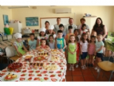 """VÍDEO. Unos 60 niños y niñas participan este mes en el Taller de Cocina Creativa y Divertida, que promueve la Asociación de Ocio y Tiempo Libre """"Caja de Pandora"""""""