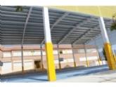 """La comunidad educativa del CEIP """"San José"""" podrá disfrutar ya de las instalaciones de la nueva pista polideportiva este curso escolar 2019/2020 tras las obras de cubrimiento y cerramiento lateral"""