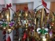 Vídeo. Usuarios de los centros de día para la discapacidad de Totana hacen entrega a la Asociación de Comerciantes de los adornos de Navidad que decorarán de forma uniforme los establecimientos - Foto 1