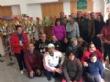 Vídeo. Usuarios de los centros de día para la discapacidad de Totana hacen entrega a la Asociación de Comerciantes de los adornos de Navidad que decorarán de forma uniforme los establecimientos - Foto 8