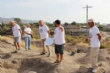 """Vídeo. Un total de 18 voluntarios participan en el VI Campo Arqueológico del Yacimiento de Las Cabezuelas, organizado por la Asociación para la Promoción Social y Turística """"Kalathos"""" - Foto 11"""