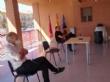 Representantes de la comunidad educativa de Totana se reúnen con responsables del proyecto de intervención sociocomunitaria para convertir los centros en estructuras resilientes frente al COVID-19 - Foto 1
