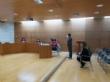 El alumnado del Colegio Reina Sofía presenta a las autoridades locales el Proyecto #Merezcounacalle que aboga por alcanzar la igualdad de los nombres de hombres y mujeres en el callejero - Foto 2