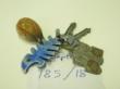 Ver foto 29 - EXPTE.185/18   2 LLAVES, LLAVERO CON FORMA   DE CONCHA, LLAVERO FORMA DE RASPA   DE PEZ, LLAVERO PLATEADO.